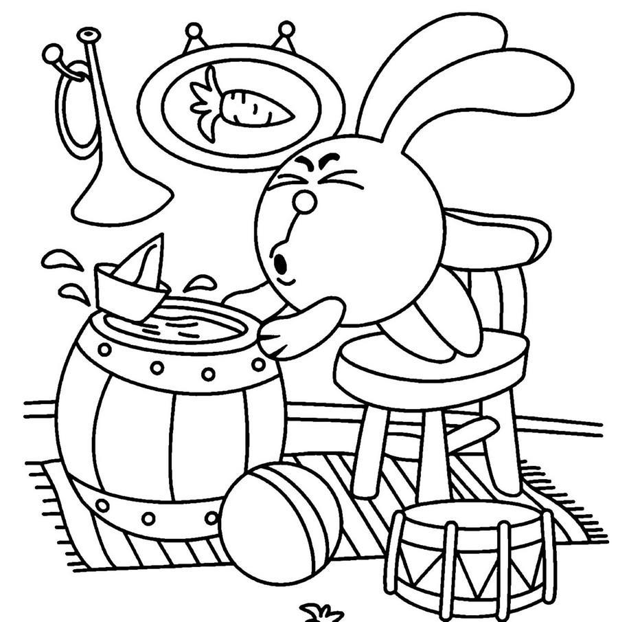 Раскраски бы Смешарик стоит на стуле держится за бочку и дует на кораблик что бы он плыл а на полу лежит мячик и барабан а на стенке весит труба и картина